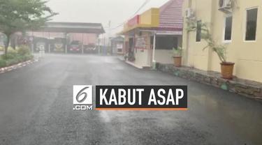 Kawasan Sumatera Selatan diguyur hujan deras disambut sukacita warga. Titik api terlihat turun drastis usai hujan deras turun.
