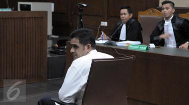 20160511-Wajah Lesu Nazaruddin saat Dituntut 7 Tahun Penjara dan Denda Rp 1 Miliar