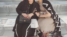 Bagi Chelsea Islan, sang ibunda adalah sosok yang paling menginspirasi hidupnya. Sang ibu diketahui  merupakan salah satu survivor kanker yang sekarang ini berjuang sebagai aktivis kanker. (Liputan6.com/IG/chelseaislan)