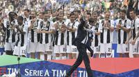 Selama berkarier di Juventus, Allegri berhasil membawa skuat I Bianconeri meraih 11 trofi juara, termasuk lima gelar Serie A dari 2014 hingga 2019. (AFP/Marco Bertorello)