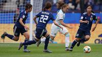 Timnas Argentina vs Timnas Jepang saat duel dalam penyisihan Grup D Piala Dunia Wanita 2019 di Parc des Princes Stadium (10/6/2019). (AFP/Lionel Bonaventure)