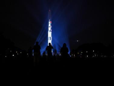 Monumen Washington Berubah Jadi Roket Saturn V