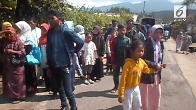 Tersebar isu adanya gempa susulan di Banjarnegara. Isu tersebut membuat pengungsi panik dan ketakutan.
