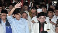 Cawapres Sandiaga Uno melambaikan tangan usai deklarasi capres-cawapres di Kertanegara, Jakarta, Kamis (9/8). Koalisi Gerindra, PAN dan PKS membawa Prabowo-Sandiaga ke Pilpres 2019. (Merdeka.com/Iqbal S Nugroho)