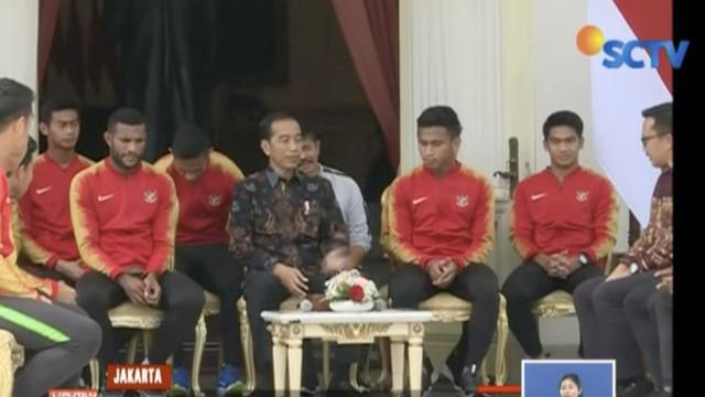 Bertemu tim Timnas Indonesia U-22, Presiden Jokowi janji beri bonus Rp 200 juta dan memenuhi permintaan pemain.