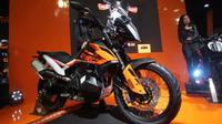 PT. Penta Jaya Laju Motor (PJLM) selaku distributor resmi KTM di Indonesia secara resmi meluncurkan dua motor gede terbaru, KTM 790 Duke dan KTM 790 Adventure di Kemayoran, Jakarta
