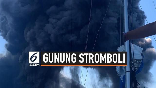 Viral video amatir rekaman detik-detik gunung Stromboli di Italia alami erupsi kembali. Beruntung, wisatawan yang merekam peristiwa tersebut dalam lari dari serangan kepulan abu dari gunung.