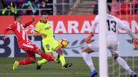 Bek Barcelona, Jordi Alba, menyebut timnya harus bekerja keras untuk meraih kemenangan 2-0 atas Girona pada laga pekan ke-21 La Liga Spanyol, Minggu (27/1/2019). (AFP/Lluis Gene)