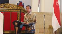 Presiden Joko Widodo memberikan sambutan pada acara penyerahan dokumen Stranas Pencegahan Korupsi di Istana Negara, Jakarta, Rabu (13/3). Dokumen berisi panduan pencegahan tindak pidana korupsi. (Liputan6.com/Angga Yuniar)