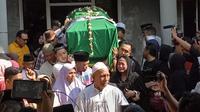 Pemakaman ayahanda Dewi Perssik (Dian Kurniawan/Liputan6.com)