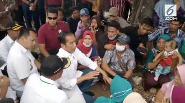 Presiden Jokowi mengunjungi wilayah terkena terjangan tsunami di Lampung Selatan. Selain akan membangun kembali wilayah yang terkena tsunami, Jokowi janji membangun kembali rumah penduduk yang terkena tsunami