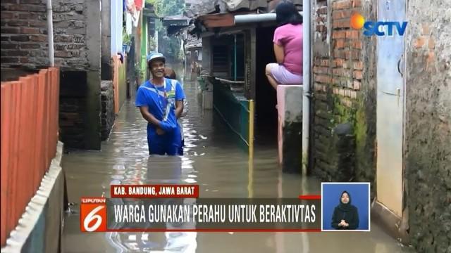 Banjir masih merendam permukiman warga di Bandung dan Jambi. Warga meminta perhatian khusus dari pemerintah, agar banjir musiman terus tidak terulang kembali.