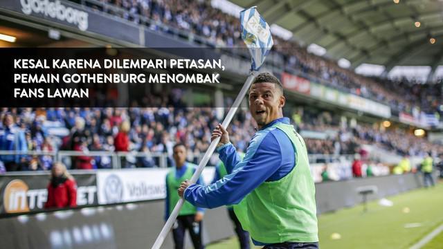 Tobias Sana pemain cadangan klub Malmo nekat membalas lemparan fans dengan tiang bendera tendangan penjuru di laga melawan IFK Gothenburg.