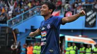 Nasir mencetak gol pertama di Liga 1 melawan tim juara, Bali United, di Stadion Kanjuruhan, Kabupaten Malang (16/12/2019). (Bola.com/Iwan Setiawan)