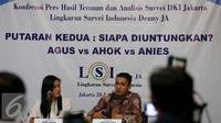Lingkaran Survei Indonesia (LSI) memberikan keterangan pers terkait survei Pilkada DKI Jakarta  di Jakarta, Selasa (20/12). (Liputan6.com/Johan Tallo)