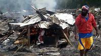 Pembakaran jenazah korban bentrok massa pendukung calon bupati di Ilaga, Puncak, Papua. Akibat bentrok, 21 orang tewas. (ANTARA)