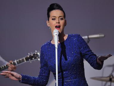 Penyanyi Katy Perry tampil di konser perayaan ajang Special Olympics di Gedung Putih, Washington, Kamis (31/7/14). (AFP PHOTO/Mandel NGAN)