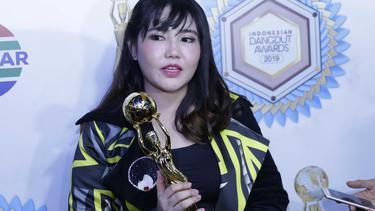 [Fimela] Via Vallen -Indonesia Dangdut Award 2019