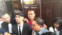 Fadli Zon beri dukungan Ahmad Dhani yang menjali sidang uperkara ujaran kebencian (Liputan6.com/Ditto)