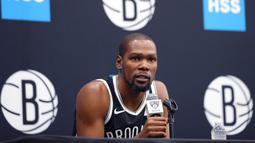Pihak Brooklyn Nets sendiri memastikan bahwa empat punggawanya, termasuk Durant, dinyatakan positif terjangkit COVID-19. (AFP/Mike Lawrie)