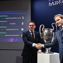 idxbet login | Direktur Sepak Bola Ajax, Marc Overmars (kiri), dan Wakil Presiden Juventus, Pavel Nedved, berjabat tangan di markas UEFA, Nyon, seusai drawing perempat final Liga Champions 2018-2019, Jumat (15/3/2019). (AFP/Fabrice Coffrini)