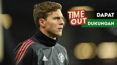 Legenda Manchester United, Ryan Giggs, memberikan dukungan untuk Victor Lindelof.