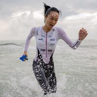 Meski triathlon adalah olahraga yang cukup berat, Kelly terlihat seperti biasa saja dalam foto ini. Kelly masih bisa berpose agar fotonya tetap terlihat cantik. (Liputan6.com/kelly_tandiono)