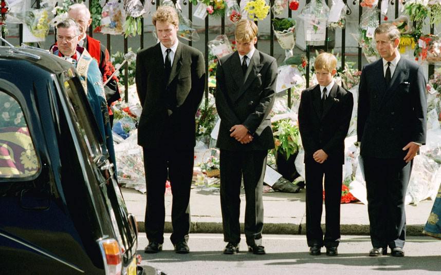 Pangeran Harry berdiri tegar dalam upacara pemakaman Putri Diana (Reuters)
