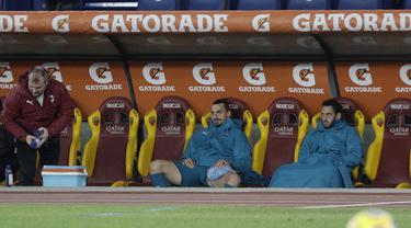 Strike AC Milan Zlatan Ibrahimovic tidak bisa bermain penuh saat menghadapi AS Roma dalam lanjutan Liga Italia di Stadion Olimpico, Senin (1/3/2021) dini hari WIB. (AP Photo/Gregorio Borgia)