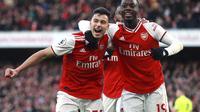 Striker Arsenal Gabriel Martinelli bersama rekan setimnya Nicolas Pepe merayakan gol ke gawang Sheffield United pada pekan ke-23 Liga Inggris di Emirates Stadium, Sabtu (18/1/2020). (foto: Adam Davy/PA via AP)
