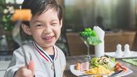 Konsumsi makanan yang sehat untuk memenuhi gizi agar meningkatkan sistim imun si kecil. (Foto: via Shutterstock)