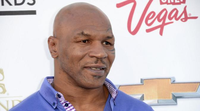 Mike Tyson merupakan mantan atlet tinju yang sangat disegani oleh lawan – lawannya, kehidupannya yang  mewah kini telah sirna. Menurut The New York Times, utang Tyson mencapai Rp 207 miliar, belum dengan pajak lainnya. (AFP/JASON MERRITT)