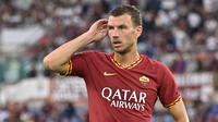 5. Edin Dzeko (AS Roma) - Edin Dzeko telah mencetak lima gol di Serie A musim ini. Pemain berumur 34 tahun ini mampu berkontribusi besar dalam performa AS Roma untuk mencapai konsistensi. (AFP/Vincenzo Pinto)