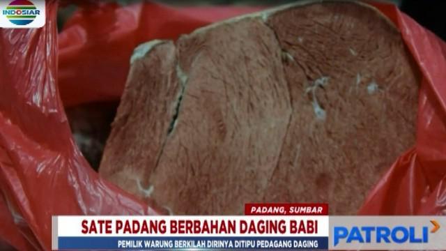 Selain mengamankan ketiga orang, petugas juga menyita satu kilogram daging babi beku dari rumah pemilik warung sate.