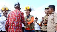 Kepala BNPB Doni Monardo bertemu para tetua adat atau Ondofolo dan masyarakat adat se-Danau Sentani di Bumi Kenambai, Sentani, Jayapura, Selasa (3/9/2019). (Dok Badan Nasional Penanggulangan Bencana/BNPB)