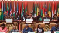 Presiden Mauritania Mohamed Ould Abdel Aziz (atas tengah) dan para pejabat lainnya mengikuti sesi paripurna Pertemuan Kepala Negara dan Kepala Pemerintahan Uni Afrika ke-31, di Nouakchott, Mauritania, 1 Juli 2018. (AFP)