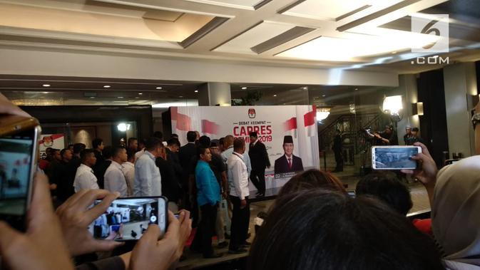 Calon Presiden nomor urut 02 Prabowo Subianto tiba di lokasi debat keempat Pilpres 2019. (Liputan6.com/Nafiysul Qodar)