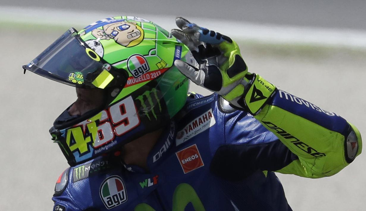FOTO Helm Baru Valentino Rossi Untuk Nicky Hayden Dan Totti