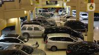 Suasana penjualan mobil bekas di kawasan Jakarta, Senin (23/11/2020). Pasar mobil bekas diprediksi akan meningkat menjelang akhir tahun karena kondisi perekonomian yang saat ini mulai membaik. (Liputan6.com/Angga Yuniar)