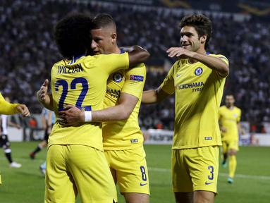Para pemain Chelsea merayakan gol yang dicetak oleh Willian ke gawang PAOK pada laga Liga Europa di Stadion Toumbas, Thessaloniki, Kamis (20/9/2018). PAOK takluk 0-1 dari Chelsea. (AP/Thanassis Stavrakis)