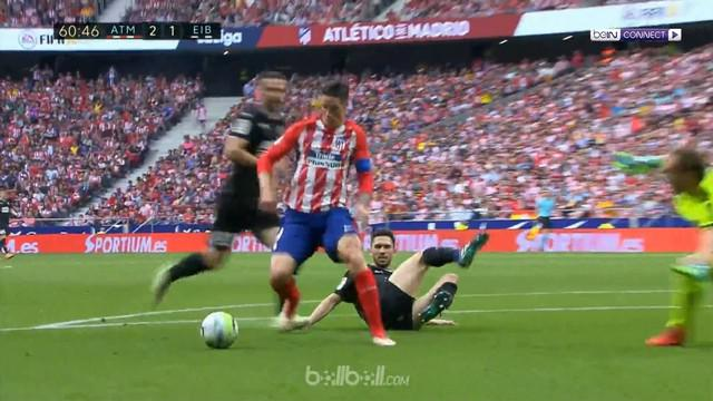 Fernando Torres mencetak dua gol saat Atletico bermain imbang melawan Eibar 2-2. This video is presented by Ballball.