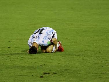 Foto: Melihat Tekel Horor yang Membuat Lionel Messi Terkapar dan Hampir Patah Kaki