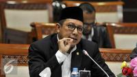 Menteri Agama Lukman Hakim Saifuddin saat mengikuti rapat kerja dengan Komisi VIII DPR di Kompleks Parlemen Senayan, Jakarta, Senin (29/8). (Liputan6.com/Johan Tallo)