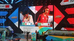 Pemain Indonesia, Sumarandak Ridel alias BenZerRidel bertanding menghadapi pemain Cina, Huang Chenghui alias Lciopdi di nomor final Clash Royale eSports Asian Games 2018 di Britama Arena Jakarta, Jakarta, Senin (27/8). (ANTARA FOTO/INASGOC/Ady Sesotya)