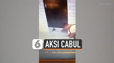 Aksi cabul seorang pria terekam kamera CCTV. Pria tersebut nekat merekam seorang wanita yang tengah mencoba pakaian renang di sebuah kamar ganti di mal Manila, Filipina.