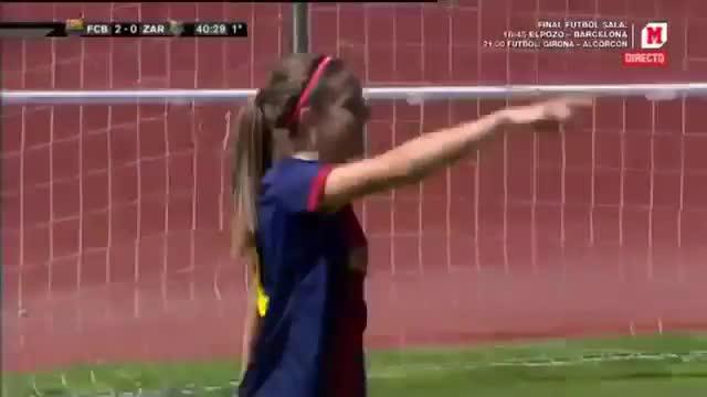 Pemain Barcelona Wanita mencetak gol mirip yang dicetak Lionel Messi.