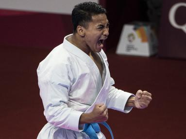 Karateka Indonesia, Ahmad Zigi Zaresta, merayakan kemenangan pada nomor kata cabang karate Asian Games XVIII di JCC Senayan, Jakarta, Sabtu (25/8/2018). Dirinya berhasil meraih medali perunggu. (Bola.com/Vitalis Yogi Trisna)