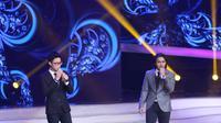 Yovie and Nuno membawakan lagunya yang sudah tidak asing lagi ditelinga para penonton yang hadir.  (Foto: Nurwahyunan/Bintang.com)
