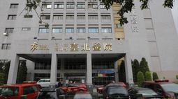 Kondisi gedung sebuah rumah sakit di ibu kota Taiwan, Taipei, setelah insiden kebakaran, Senin (13/8). Api melahap sebanyak tujuh dari sembilan lantai rumah sakit tersebut. (AFP PHOTO / Daniel SHIH)