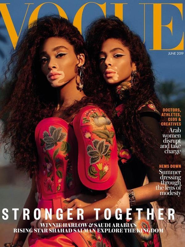 Winnie Harlow dan Shahad Salman jadi cover Vogue Arabia edisi Juni 2019. (dok. Instagram @5sunshine1/https://www.instagram.com/p/ByDrxQYjQM0/Putu Elmira)